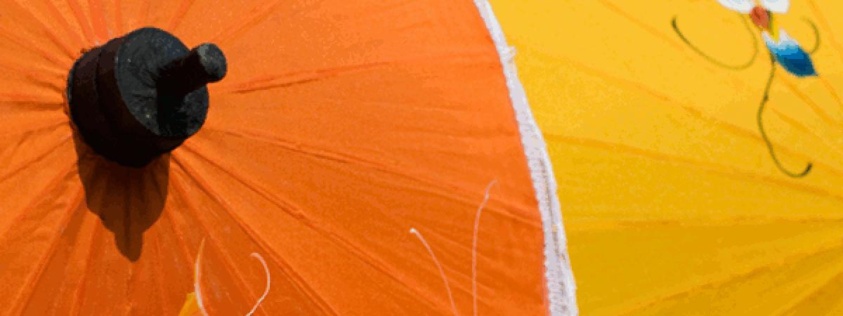 ร่มผ้าแพร - ลายวาดบนส้มและเหลือง