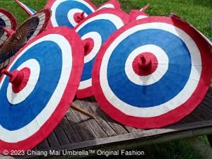 ร่มกระดาษสา เพ้นท์สีธงชาติไทย